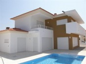 Detached 4 bedroom villa near beautiful Silver Coast beaches