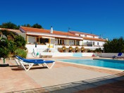 8 Bedroom Farmhouse With Bed & Breakfast License, Silves