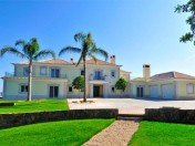 A glamorous villa in Goldra