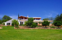 Villa on 3 hectares with sea views