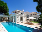 Bright 4 bedroom villa with fabulous lap pool