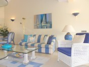 Charming 1/2 bedroom apartment - a few steps from the marina