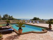 4 Bed Single Storey Style Villa With Sea Views