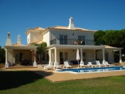 Stunning 5 bedroom villa just 900 metres to the beach