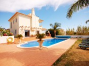 Amazing 4 bedroom Villa with pool and 600 m. from the Beach