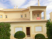 3 Bedroom house with beautiful swimming pool in Santa Maria