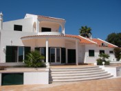 Excellent 4 bed villa with sea and country views