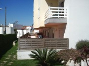 Ground floor apartment minutes from the Beach- Estoril