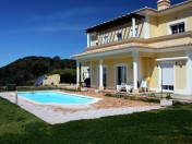 Villa with large plot on top of the hill with great views